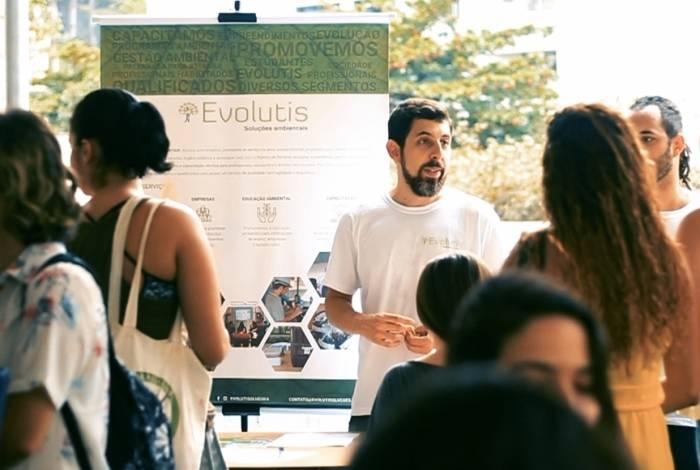 Empresas vão participar dos eventos promovidos pelas universidades durante o mês de maio. Há chance e várias áreas de atuação