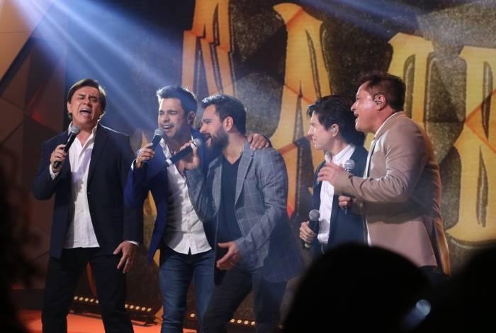 Xororó, Zezé Di Camargo, Luciano, Chitãozinho e Leonardo cantam no 'Fantástico': retorno do projeto 'Amigos'
