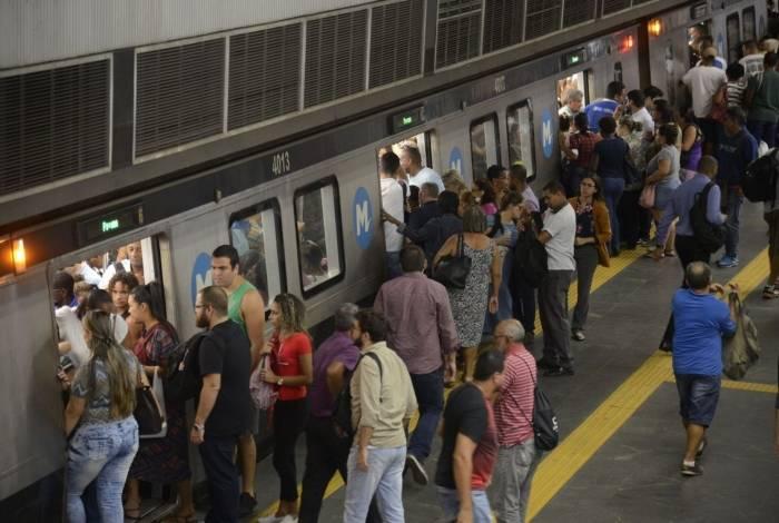 Passageiros devem fazer a transferência entre as linhas 1 e 2 na estação Estácio