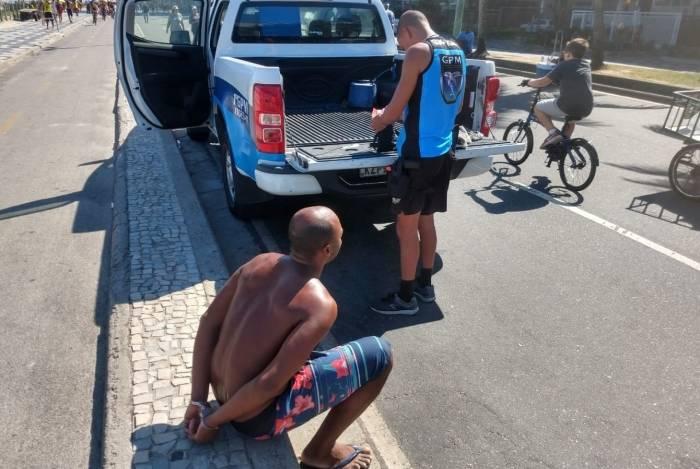 Guardas Municipais prendem homem acusado de furtar turista na Praia de Ipanema
