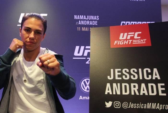 Jessica 'Bate- Estaca' durante o pré-evento do UFC 237