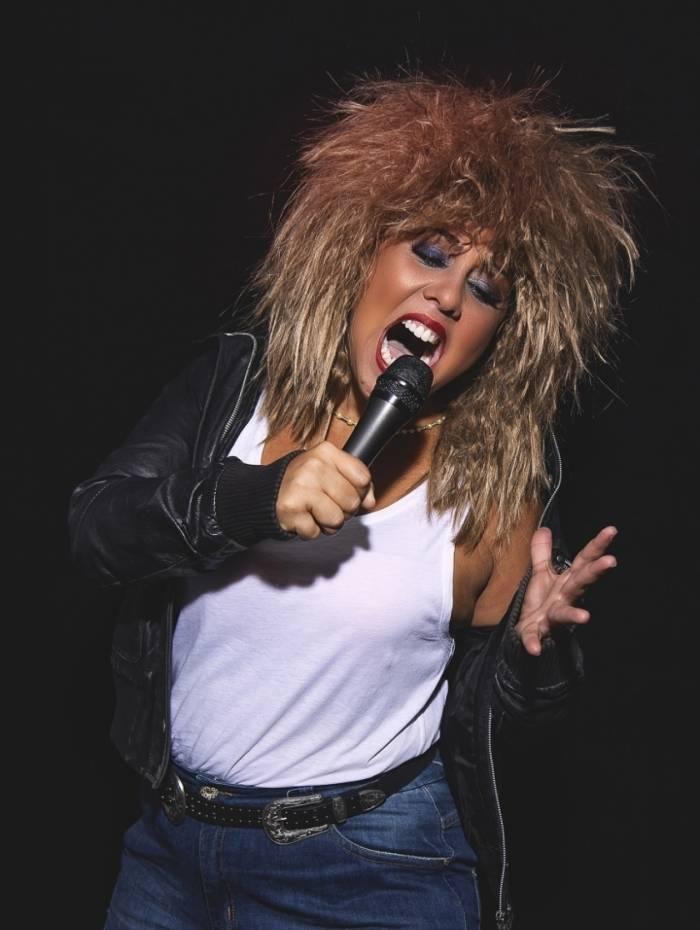 Evelyn Castro como Tina Turner