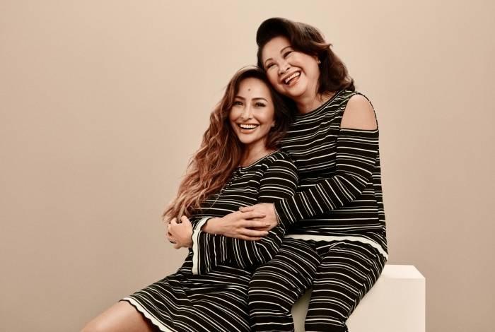Sabrina Sato com a mãe, dona Kika