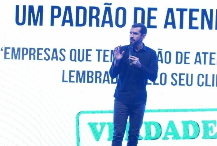 Gustavo Malavota em palestra