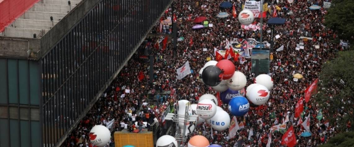 Milhares de manifestantes se reúnem no Masp