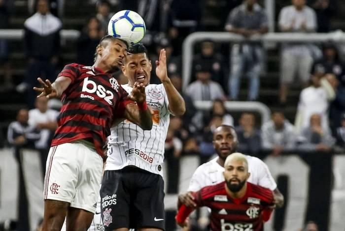 Flamengo enfrenta o Corinthians nesta terça-feira