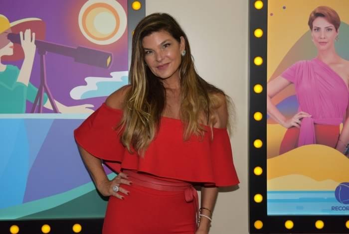 'Lara é muito fútil, só dá valor à dinheiro', conta Cristiana Oliveira