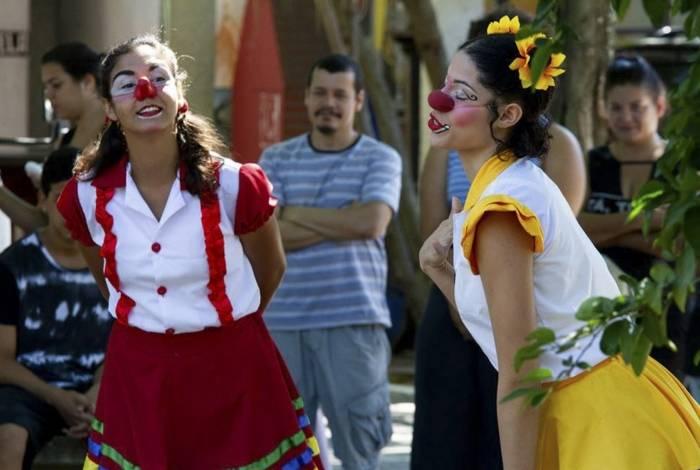 Artistas do projeto 'Se Essa Praça Fosse Minha' fazem shows em praças. Marcão Baixada (abaixo) é atração deste sábado