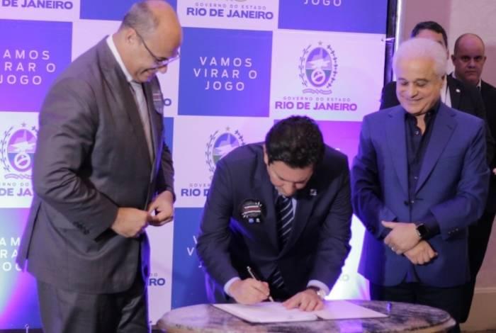 Wilson Witzel, Otávio Leite e Roberto Medina assinam termo de compromisso