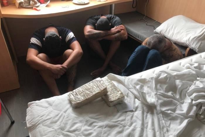 Homens foram encontrados dentro do Hotel Íbis, na Barra da Tijuca