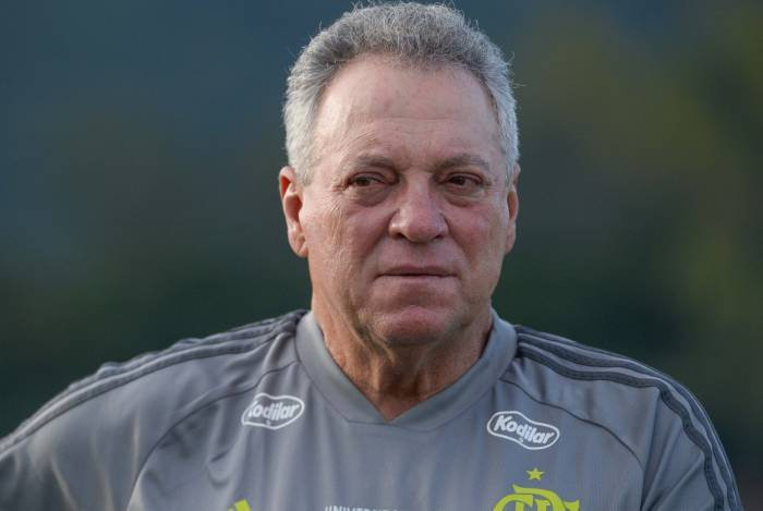Abel Braga diz ser 'normal' perder após nova derrota do Flamengo