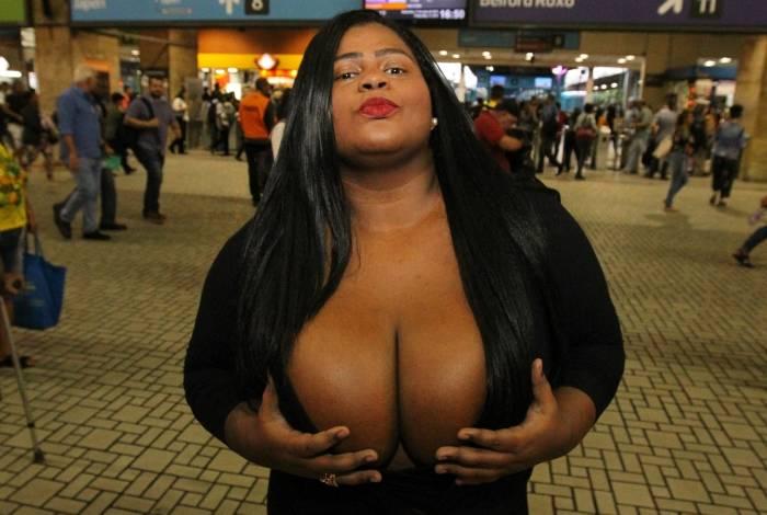Sósia de Jojô, a carioca Joyce Cipriano causa euforia por onde passa