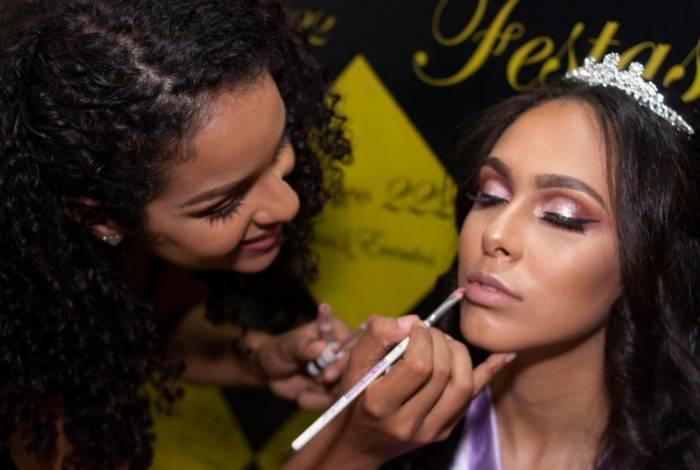 Alexandra, de 22 anos, descobriu a possibilidade de se tornar maquiadora com o projeto da Rocinha