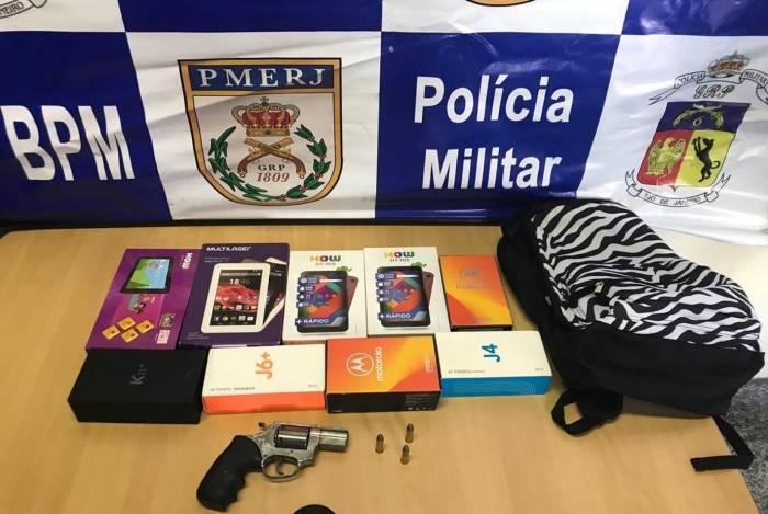 Dupla foi presa e celulares roubados das Lojas Americanas da Rua Mariz e Barros, na Tijuca, foram recuperados
