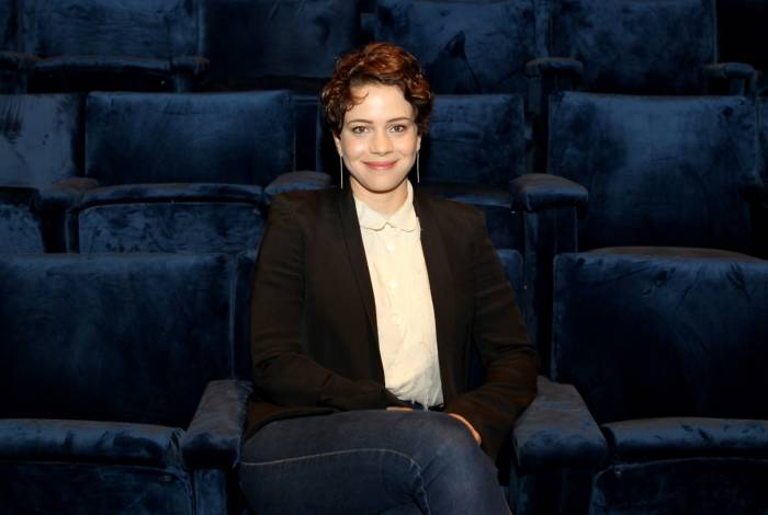 Lenadra Leal durante coletiva de imprensa no Teatro Prudential