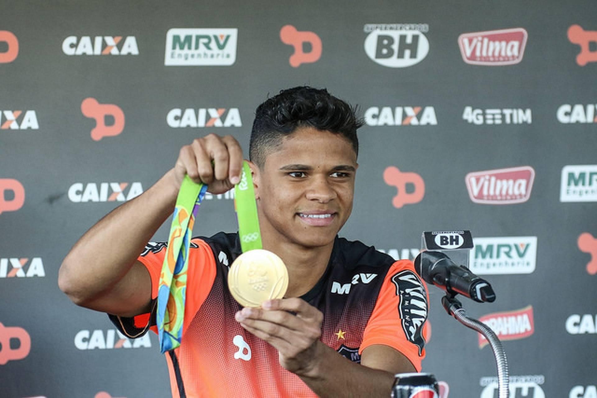 Lateral campeão olímpico revela ter recebido investida do Flamengo
