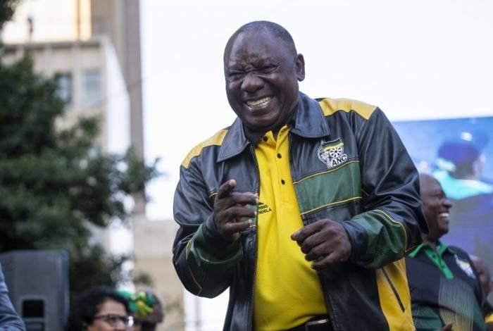 Presidente sul-africano Cyril Ramaphosa, em 9 de abril de 2020, prolongou por mais 14 dias um bloqueio nacional de três semanas destinado a coibir a disseminação do coronavírus covid-19