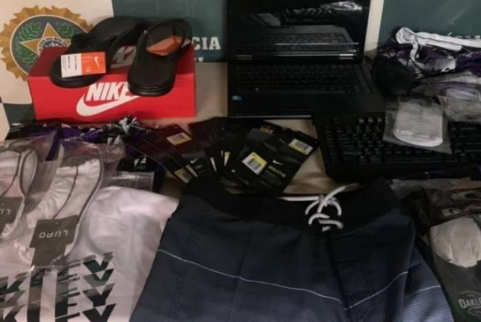 Produtos adquiridos de sites de compras por meio de fraude