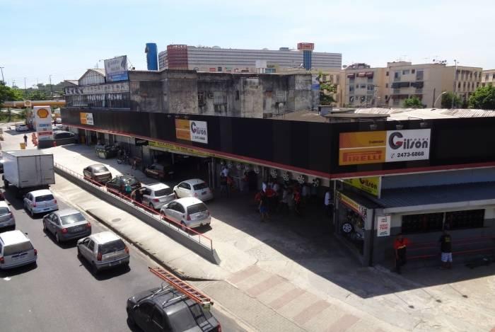 A Gilson Pneus é a principal distribuidora da marca Pirelli no Rio. A filial de Irajá (foto acima) existe desde 1970