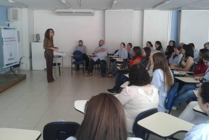 Prefeitura e Universidade Estácio de Sá oferecem oficinas e palestras de capacitação para o mercado de trabalho