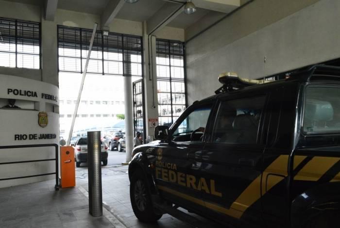 Agentes pretendem cumprir mandados de prisão e de busca e apreensão