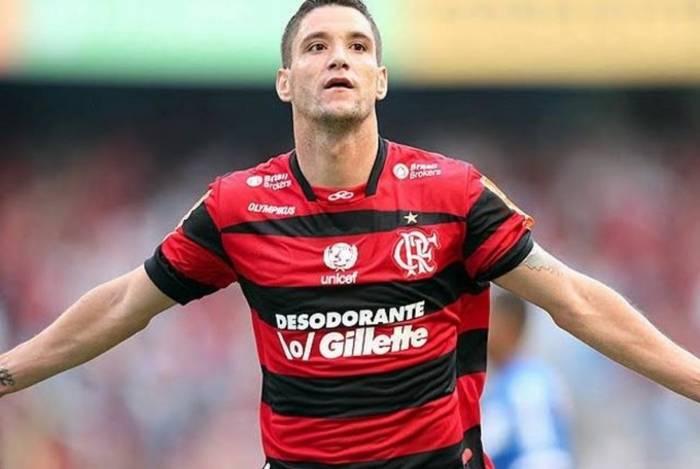 Thiago Neves vestiu a camisa do Flamengo em 2011