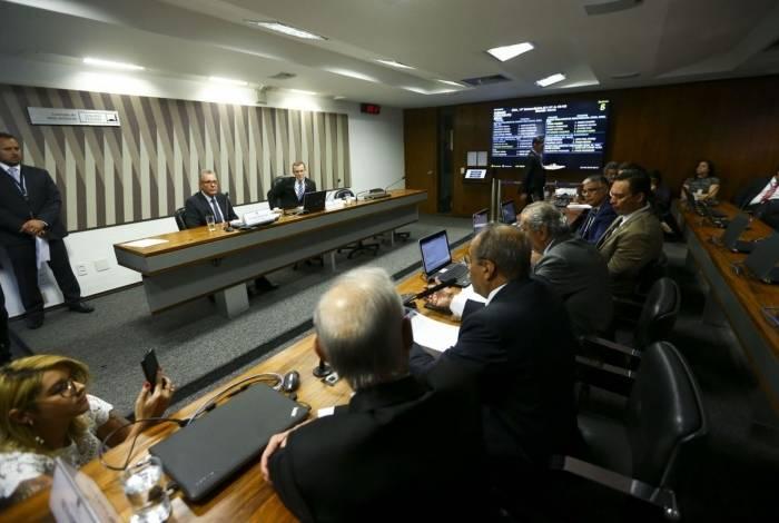 O ministro de Minas e Energia, Bento Albuquerque, participa de audiência pública na Comissão de Meio Ambiente do Senado