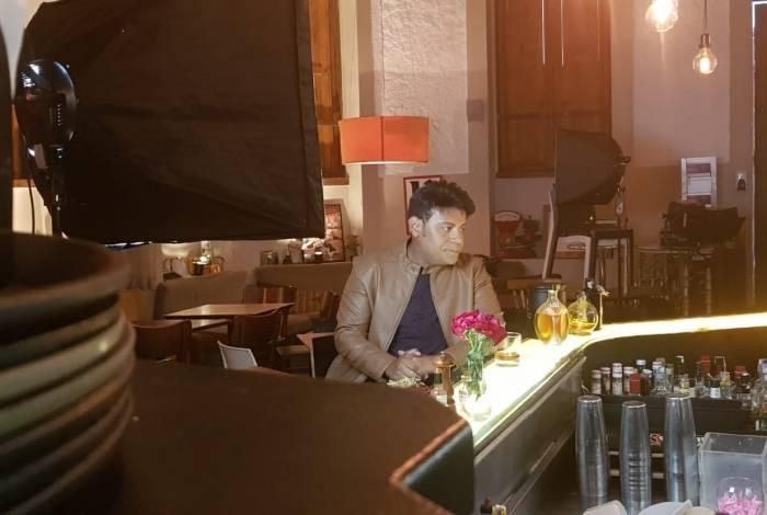 Pablo grava clipe em bar no Rio