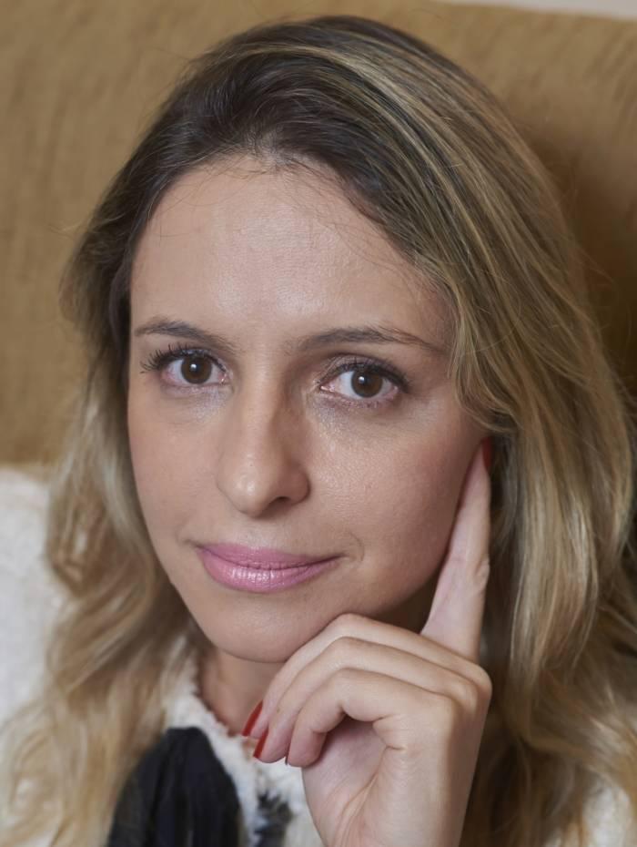 Maio/2017.A psicanalista Renata Bento no seu consultório na Barra da Tijuca..Foto: Selmy Yassuda