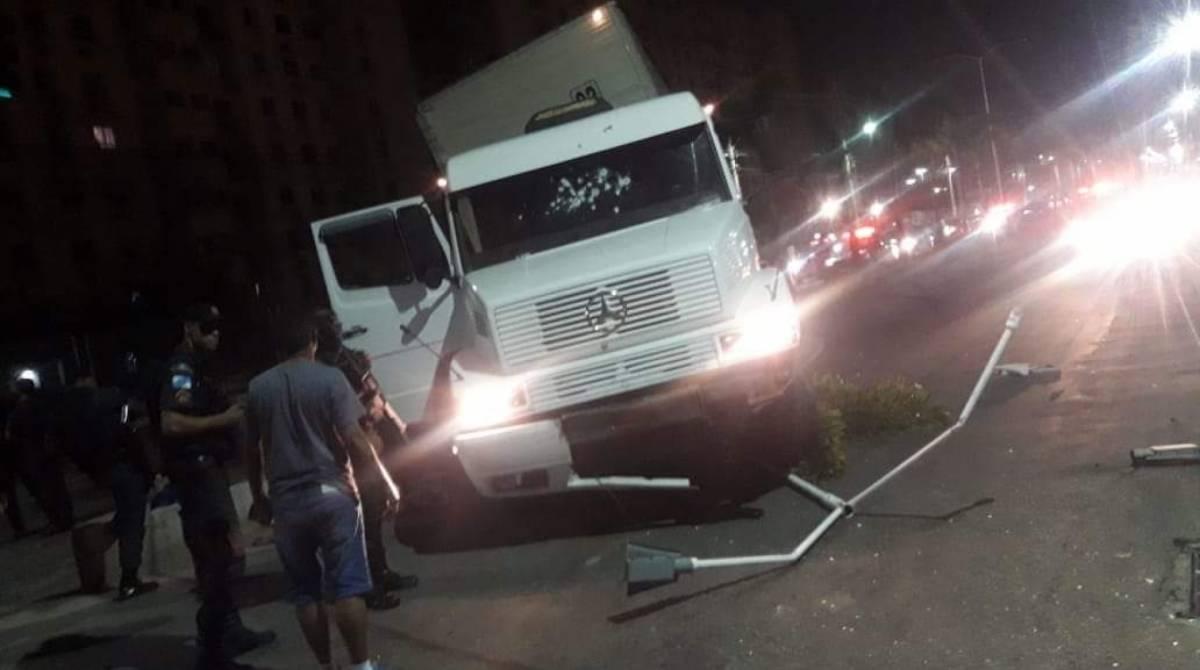 Tiroteio e perseguição durante roubo de carga assusta moradores de Belford  Roxo | Rio de Janeiro | O Dia
