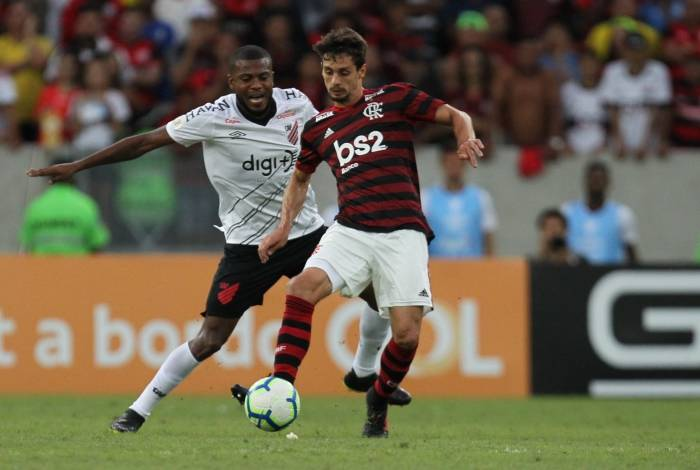 Rodrigo Caio vive grande fase com a camisa do Flamengo