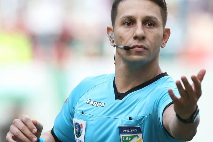 Arbitragem de Paulo Roberto Alves Júnior provocou polêmica e muitas queixas dos jogadores do Botafogo