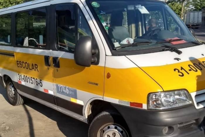 Van escolar foi roubada e criminosos acabaram presos na Transolímpica, em Sulacap