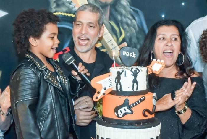 Regina Casé comemora os 6 anos de Roque
