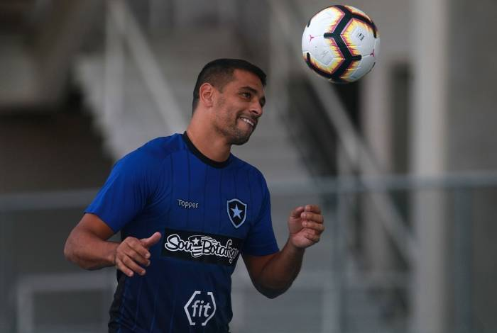 Diego Souza tem um gol pelo Botafogo: mais uma oportunidade de quebrar jejum que vem desde 21 de março