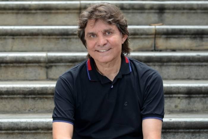 Show: Lô Borges lança 'Rio da Lua' no Theatro Net nesta quarta