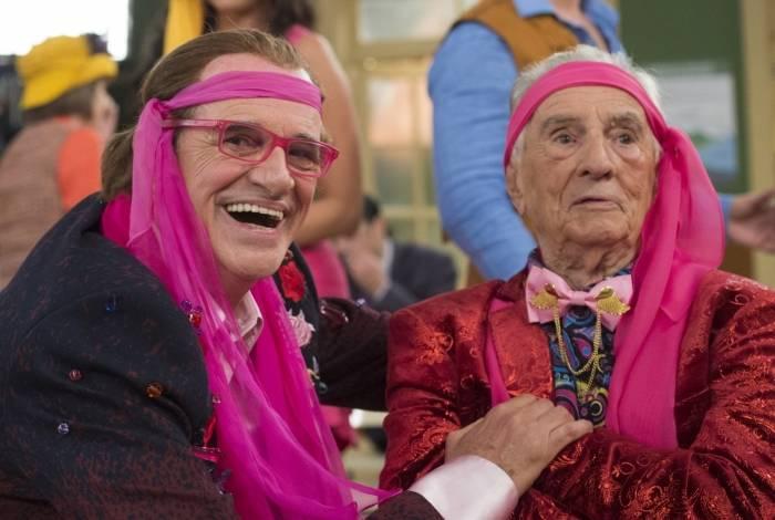 Orlando Drummond e Marcos Caruso, as duas versões do personagem Seu Peru, contracenam na nova temporada do humorístico