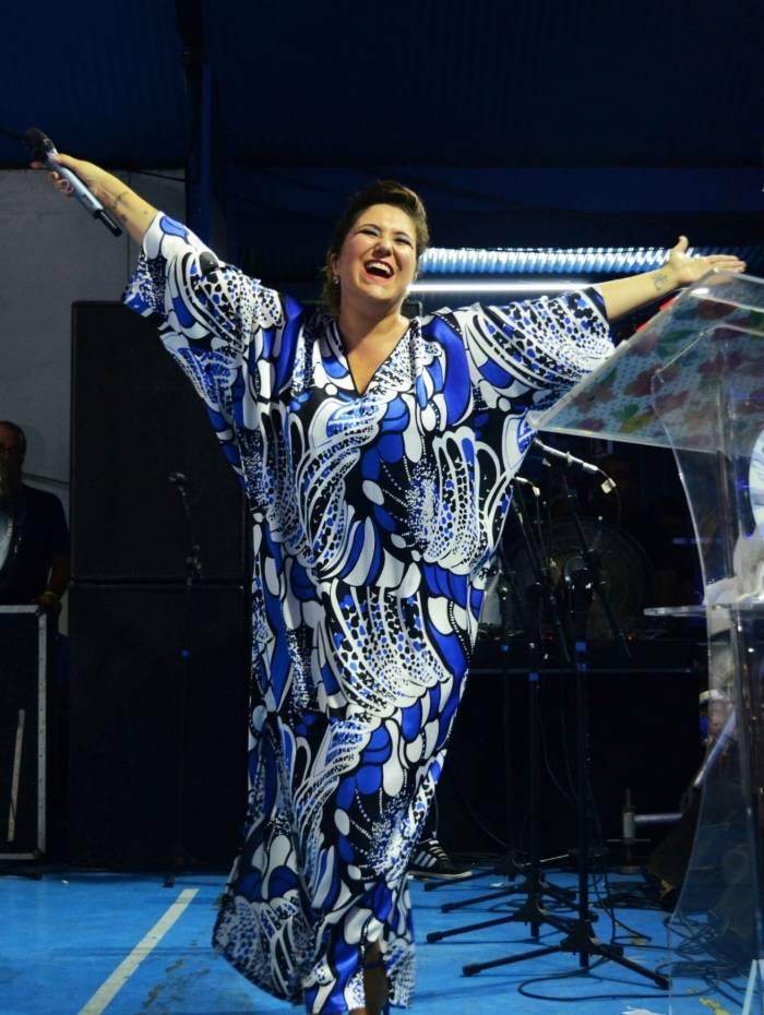 A cantora Maria Rita canta seus maiores sucessos de carreira em show