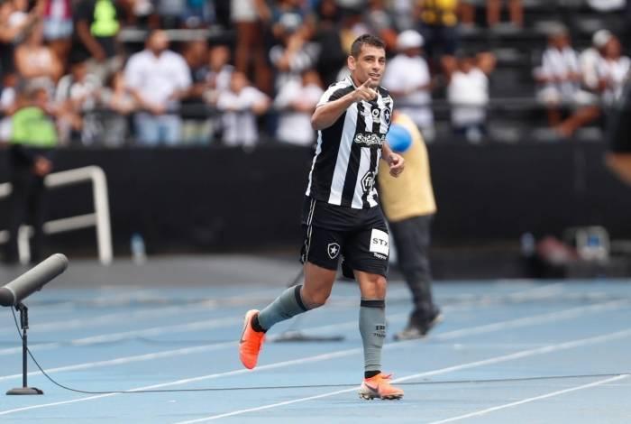 Diego Souza comemora gol sobre o Vasco, seu ex-clube