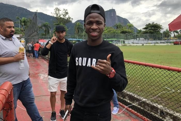 Vinicius Júnior marca presença na Gávea