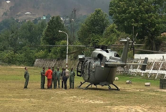 Um helicóptero fez um sobrevoo à procura de oito escaladores desaparecidos no segundo pico mais alto da Índia, em 3 de junho