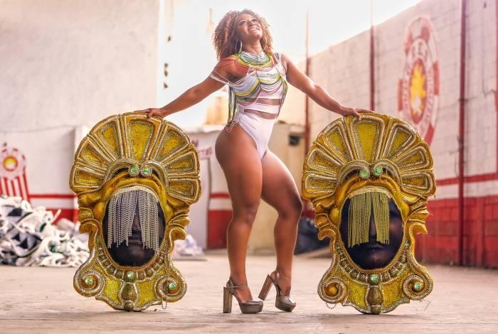Dandara Oliveira é a nova rainha da Renascer de Jacarepaguá