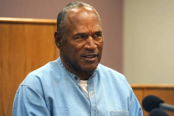 Em 1994, o ex-jogador de futebol americano O.J. Simpson foi acusado pelo assassinato de sua ex-mulher Nicole Brown e de seu amigo Ronald Goldman. Ele acabou perdendo o apoio da marca Hertz.