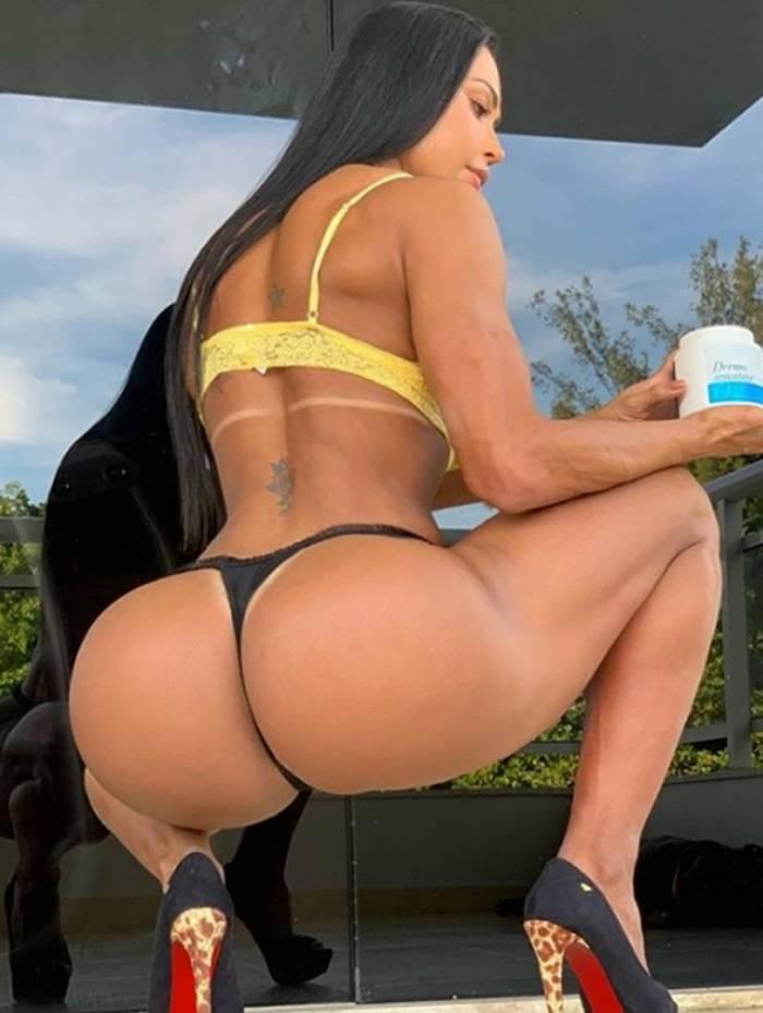 Gracyanne Barbosa mostra suas curvas em foto
