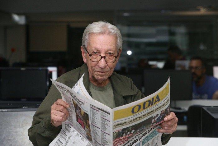 Luarlindo, que já ocupou todas as funções no jornal, hoje é o pauteiro