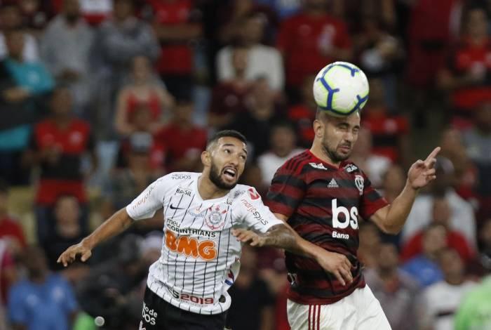 Flamengo e Corinthians terão três confrontos no domingo