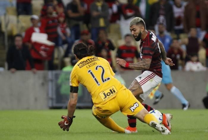 Após ótimo passe de Willian Arão, Gabigol perde chance clara diante  de Cássio