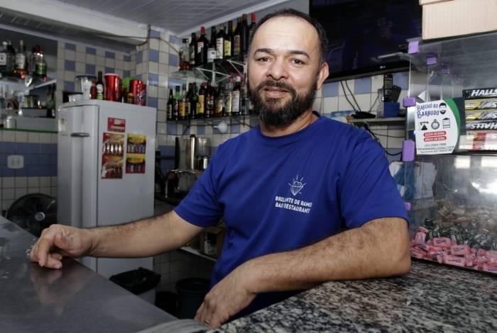 Gabriel Ribeiro está feliz com a virada: a Imperatriz dá lucro ao bar dele