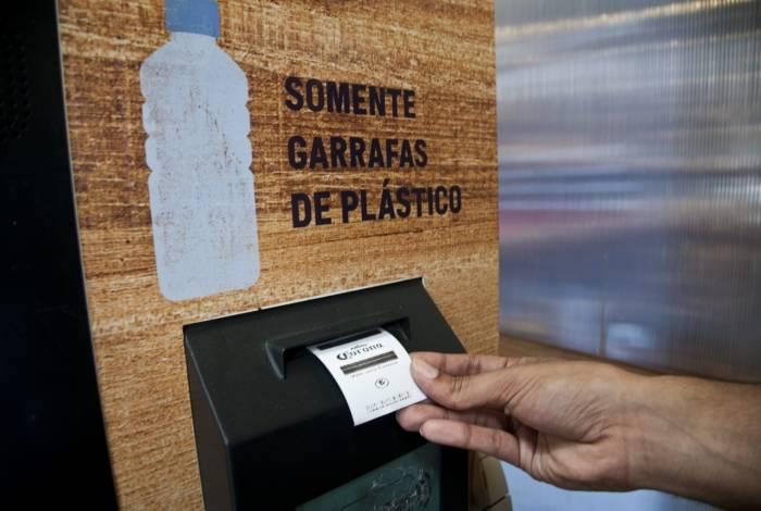 Em máquinas instaladas no Rio de Janeiro, consumidores poderão pagar por cerveja com garrafas plásticas
