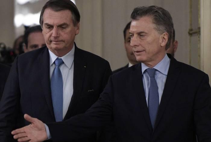Presidente brasileiro, Jair Bolsonaro, e argentino, Mauricio Macri, chegam à cerimônia de boas-vindas antes de encontro bilateral na Casa Rosada, em Buenos Aires